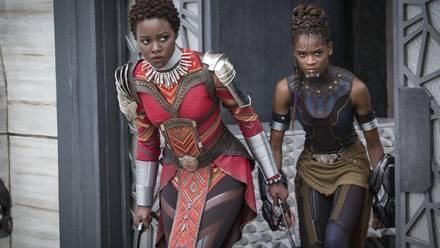 Nakia y Shuri en Pantera Negra