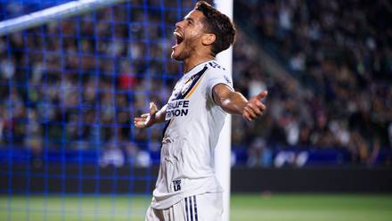 Jonathan Dos Santos celebra con el Galaxy