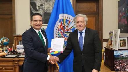 Silvano Aureoles con Luis Almagro