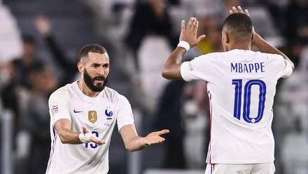 Benzema y Mbappé celebran gol de Francia