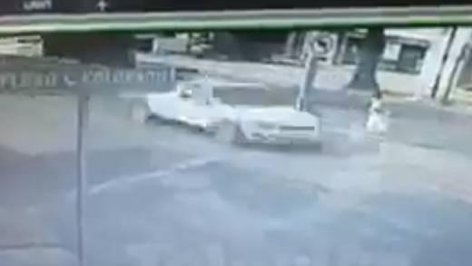 Taxista atropella a una mujer en Tabasco (video)