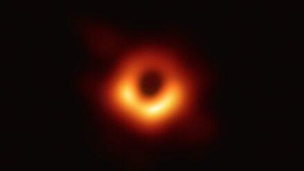 Los científicos han obtenido la primera imagen de un agujero negro.