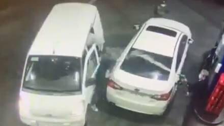 Despachador rocía gasolina a ladrones