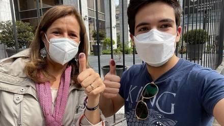 Margarita Zavala y su hijo Luis Felipe Calderón