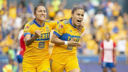 Lizbeth Ovalle festeja gol