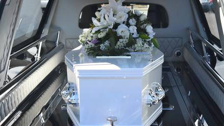 Ataúd en funeral