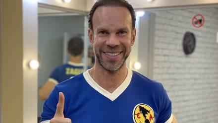 Zague con la playera del Club América