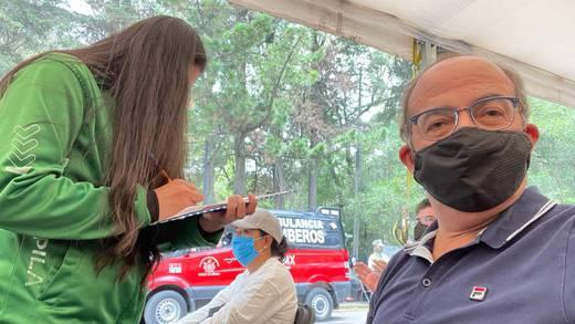 Felipe Calderón recibe la segunda dosis de la vacuna; se queja del manejo de la pandemia