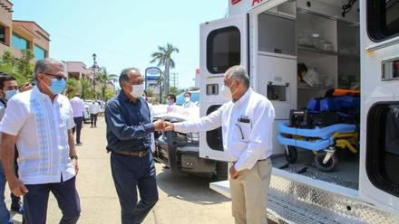 Héctor Astudillo recibe ambulancias