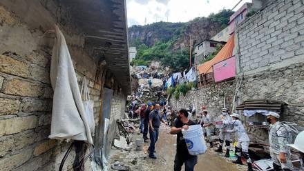 Vecinos ayudan en Cerro del Chiquihuite