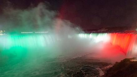 Cataratas del Niágara se iluminan con colores de la bandera de México