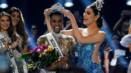 Zozibini Tunzi, la poderosa activista que luchó hasta convertirse en Miss Universo 2019.