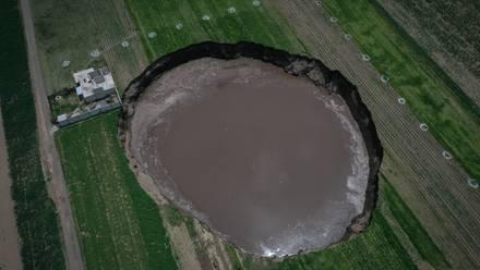 El socavón en Puebla ya tiene más de 100 metros de perímetro