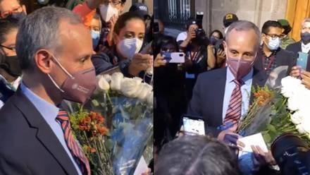 López-Gatell recibe rosas
