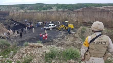 Elementos de la Guardia Nacional y la Secretaría de la Defensa Nacional han rescatado a 4 mineros sin vida. Aun falta localizar a 3