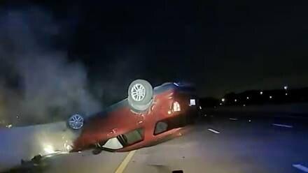 Accidente, policía hizo volcar a una embarazada