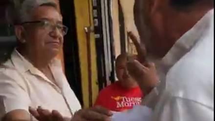 Gerardo Fernández Noroña gritó a un adulto mayor