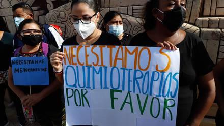 Protesta por desabasto de medicamentos contra el cáncer