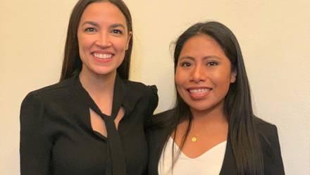 Yalitza Aparicio se reunió con Alexandria Ocasio-Cortez.