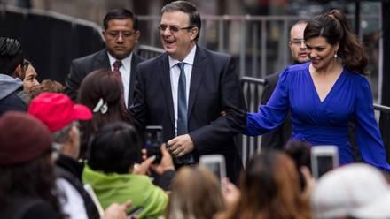 Marcelo Ebrard y Rosalinda Bueso