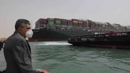 Buque en Canal de Suez