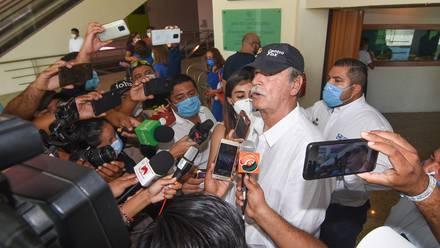 Vicente Fox se burla de la poca participación en consulta popular