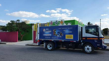 Camión con tanques de oxígeno