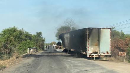 Bloqueo en Aguililla Michoacán/@Narcostudios701