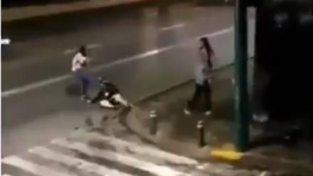 Trabajadoras sexuales golpean a hombre