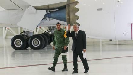 AMLO y Luis Cresencio Sandoval