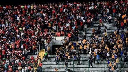 La porra de Tigres protagonizó pelea con la afición de Veracruz