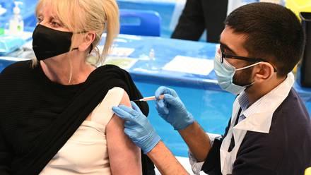 Aplicación de vacuna de AstraZeneca