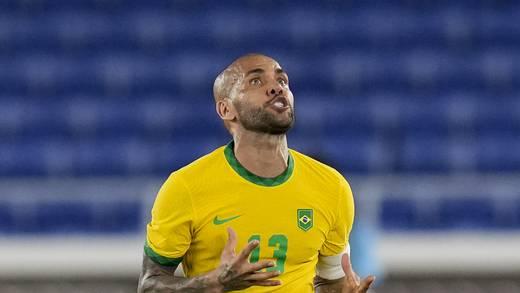 Dani Alves manda mensaje a los hermanos Dos Santos tras la muerte de Zizinho