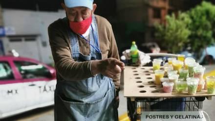 Abuelito vende gelatinas para pagar cirugía
