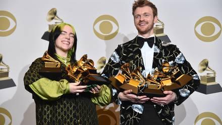 ¡Histórico! Billie Eilish gana TODOS los premios principales de los Grammy