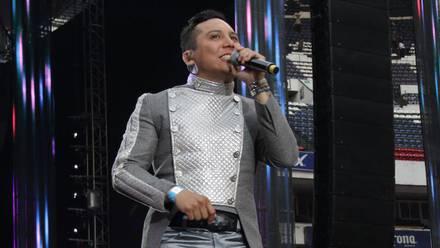 Edwin Luna durante un concierto de La Trakalosa