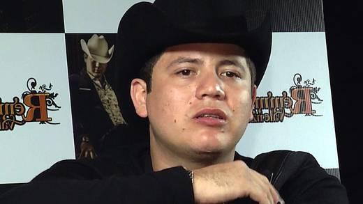 Remmy Valenzuela se queda sin disquera tras dar golpiza