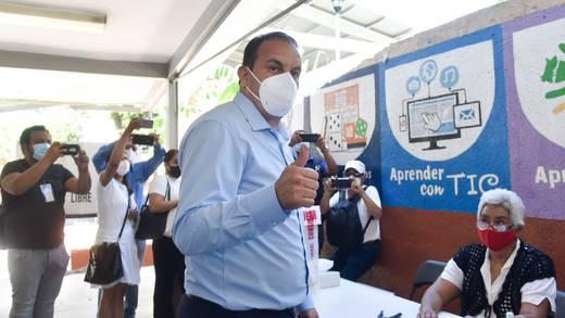 Consulta Popular: Cuauhtémoc Blanco participa y emite su voto en Cuernavaca
