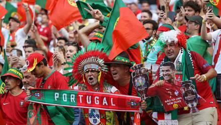 Fans de Portugal en la Puskás Arena