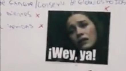 Maestra califica con memes