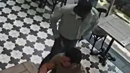 En segundos y a punta de pistola asaltan a comensal de restaurante en Polanco