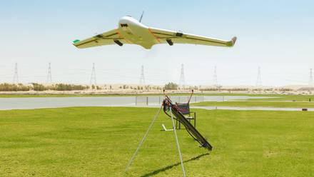 Emiratos Árabes Unidos; Dron genera lluvia para combatir ola de calor.