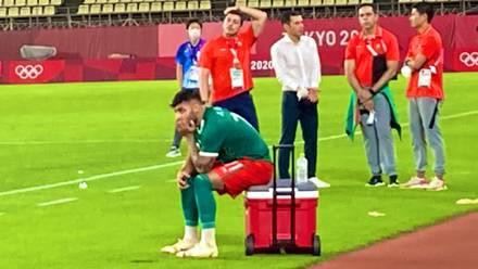 Alexis Vega observa la derrota de México