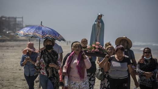 Arman peregrinación en Tijuana para pedir el fin del Covid-19