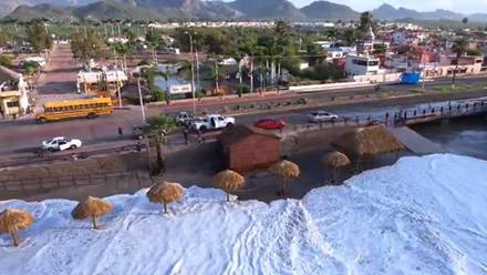 Oleaje destruye Playa Incluyente en Sonora