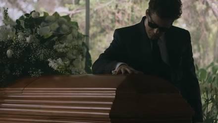 Luis Miguel en el funeral de Hugo López