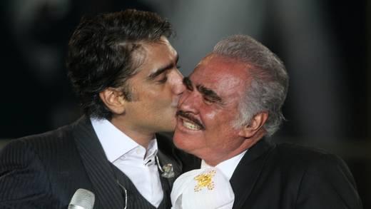 Alejandro Fernández envía conmovedor mensaje a Vicente Fernández