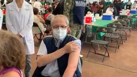 Jorge Alcocer recibe vacuna contra coronavirus