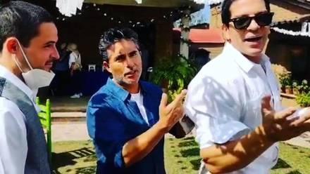 Raúl Araiza muestra los piquetes de Yahir