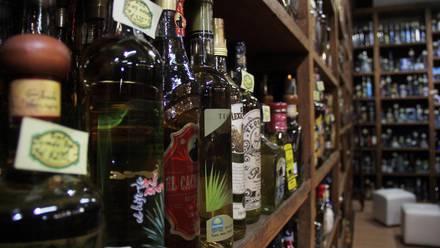 Botellas de tequila en una tienda de Tlaquepaque, Jalisco